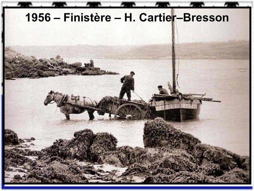 1953 – Pont-L'Abbé – Finistère - Henri Cartier-Bresson 1954 - « Les capes de Deuil » Pays Bigouden - Finistère - Brassaï