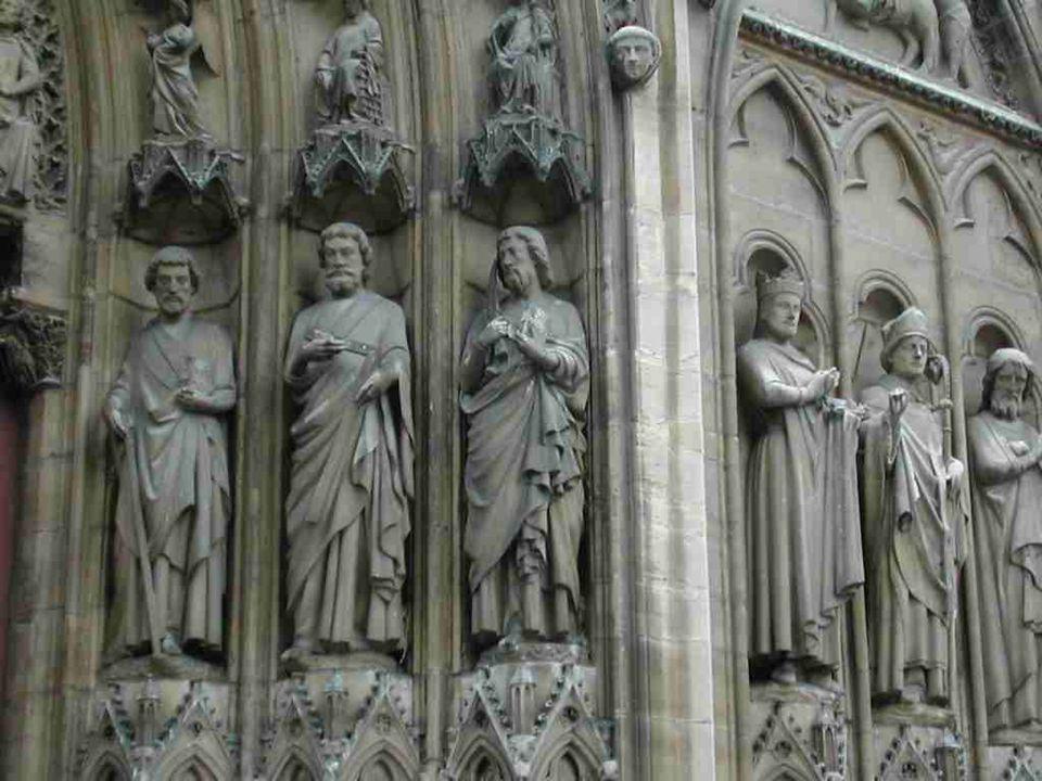 Le portail de Saint Etienne sur la façade sud…
