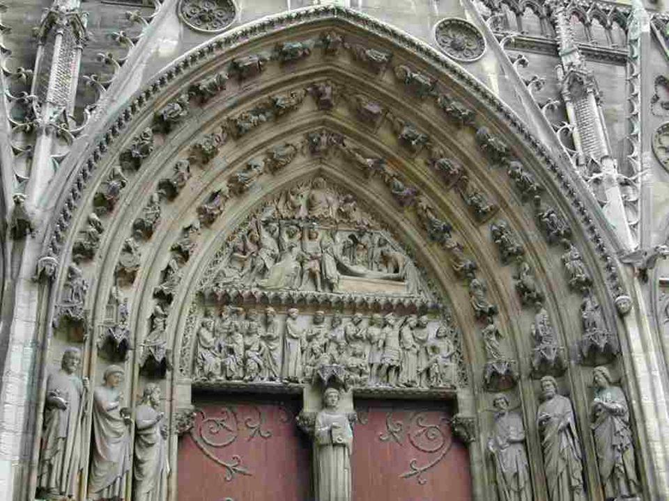 La Galerie des Rois, au-dessus des trois portails de la façade principale.