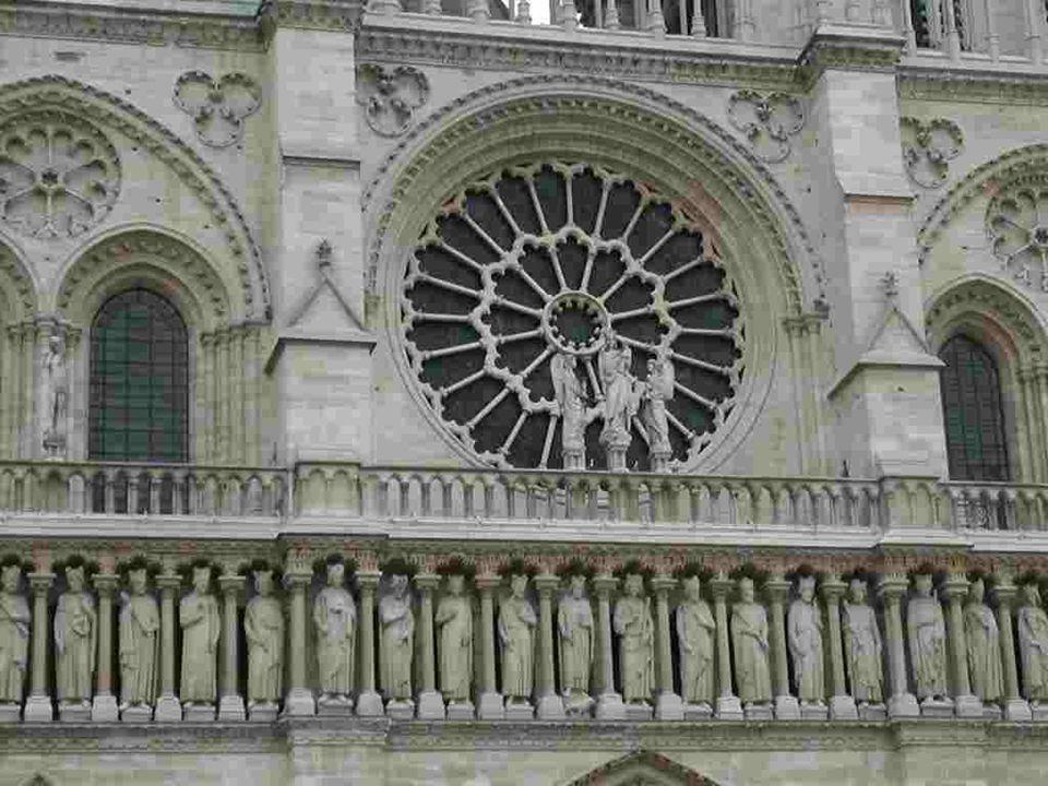 A mon grand regret, dans ce merveilleux livre dimages, je me suis cantonné à la seule architecture extérieure de Notre-Dame de Paris.