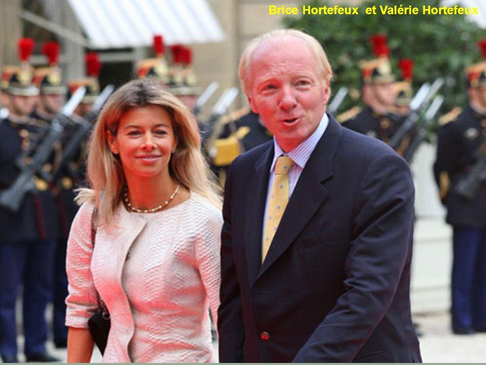 Valérie Hortefeux, ici à la sortie du mariage de Jean Sarkozy, est mariée à Brice Hortefeux depuis le 7 septembre 2000. Elle est chargée de la communi