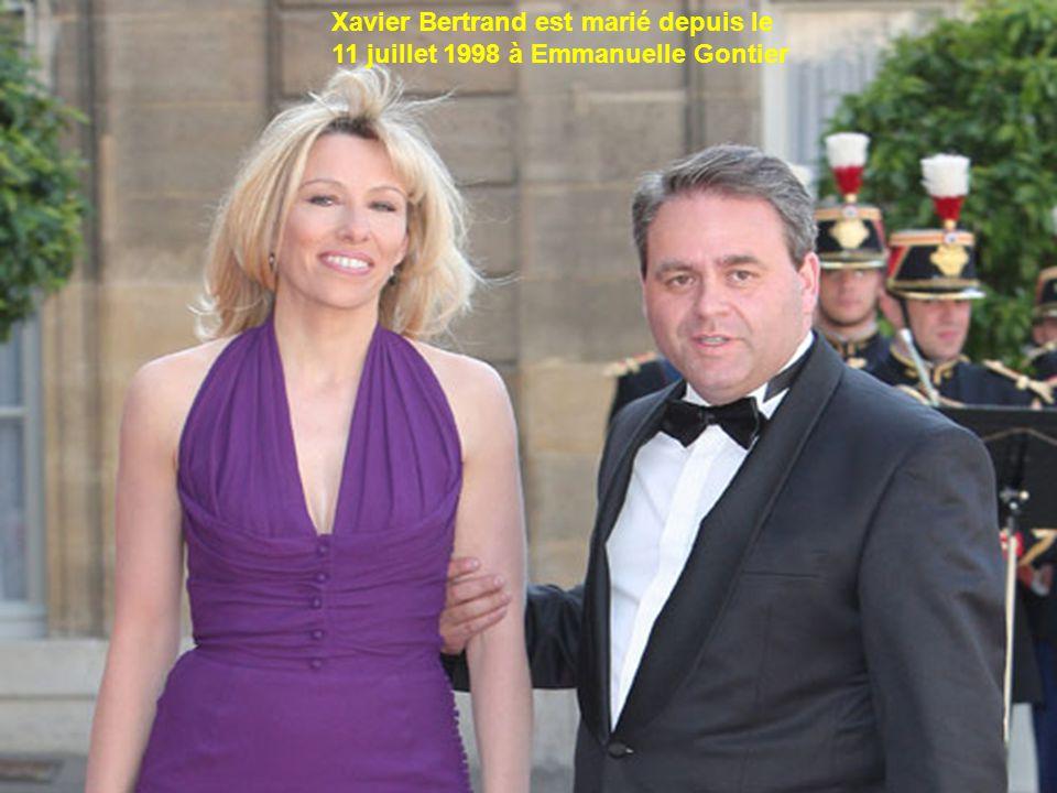 Xavier Bertrand est marié depuis le 11 juillet 1998 à Emmanuelle Gontier. On en sait peu sur cette conseillère en ressources humaines, fille d'un anci