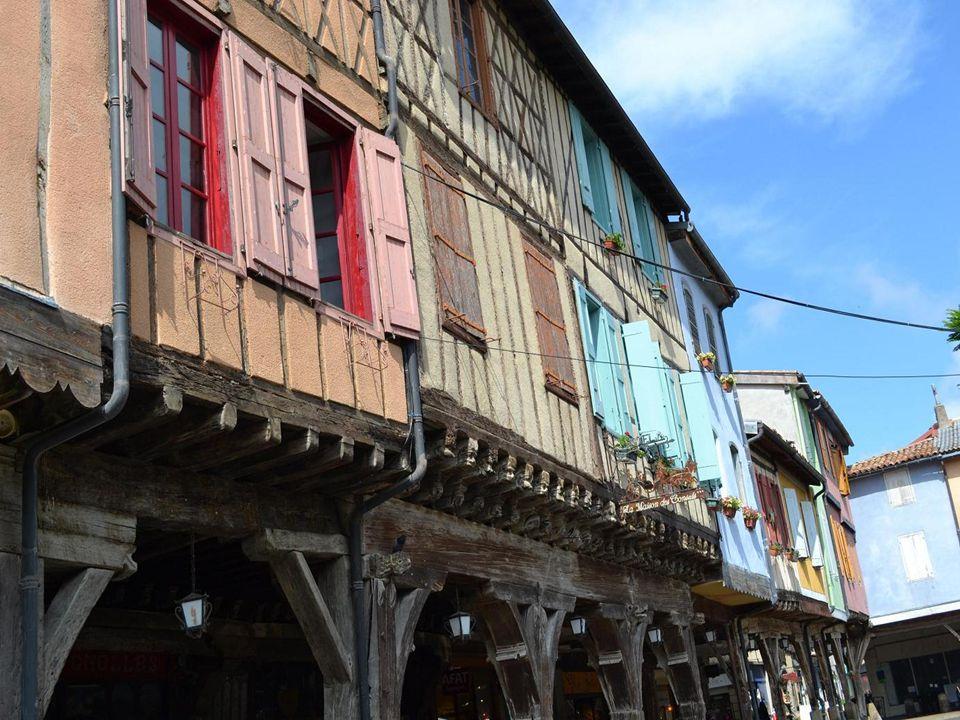 Mirepoix, petite ville de 3277 habitants située entre Carcassonne et Foix.