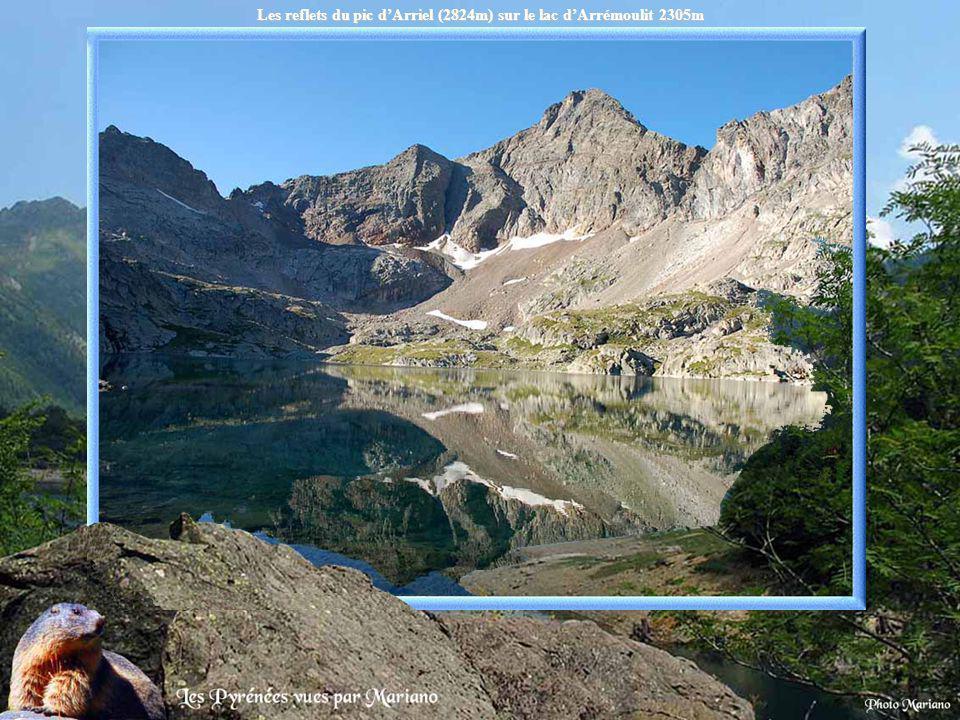 Lac dArtouste 1997m (accessible par le petit train dArtouste).