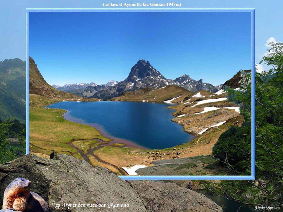Les lacs dAyous (le lac Gentau 1947m).