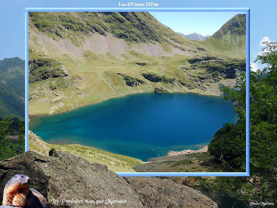 Lac des Hermitans 2840m au pied du pic Hourgade 2964m (Luchonnais).