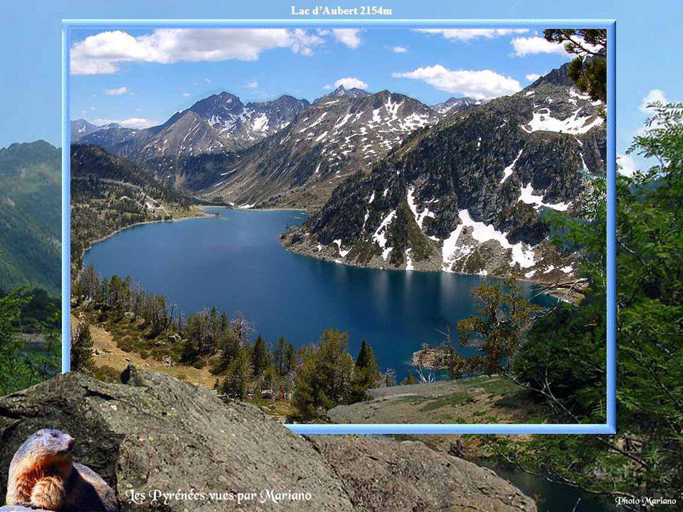 Pic Néouvielle (3091m) depuis le lac de Cap de Long 2161m.