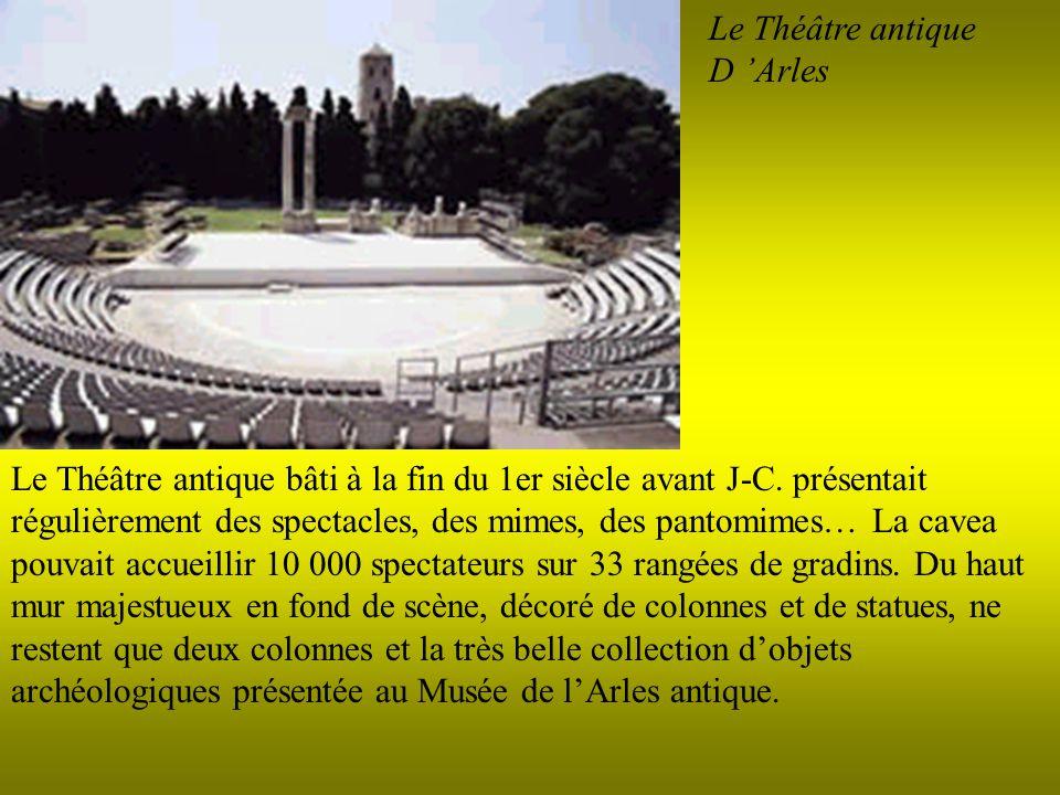 Le Théâtre antique D Arles Le Théâtre antique bâti à la fin du 1er siècle avant J-C. présentait régulièrement des spectacles, des mimes, des pantomime