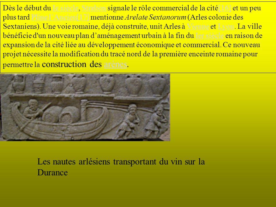 Dès le début du Ie siècle, Strabon signale le rôle commercial de la cité[16] et un peu plus tard Pline lAncien[17] mentionne Arelate Sextanorum (Arles