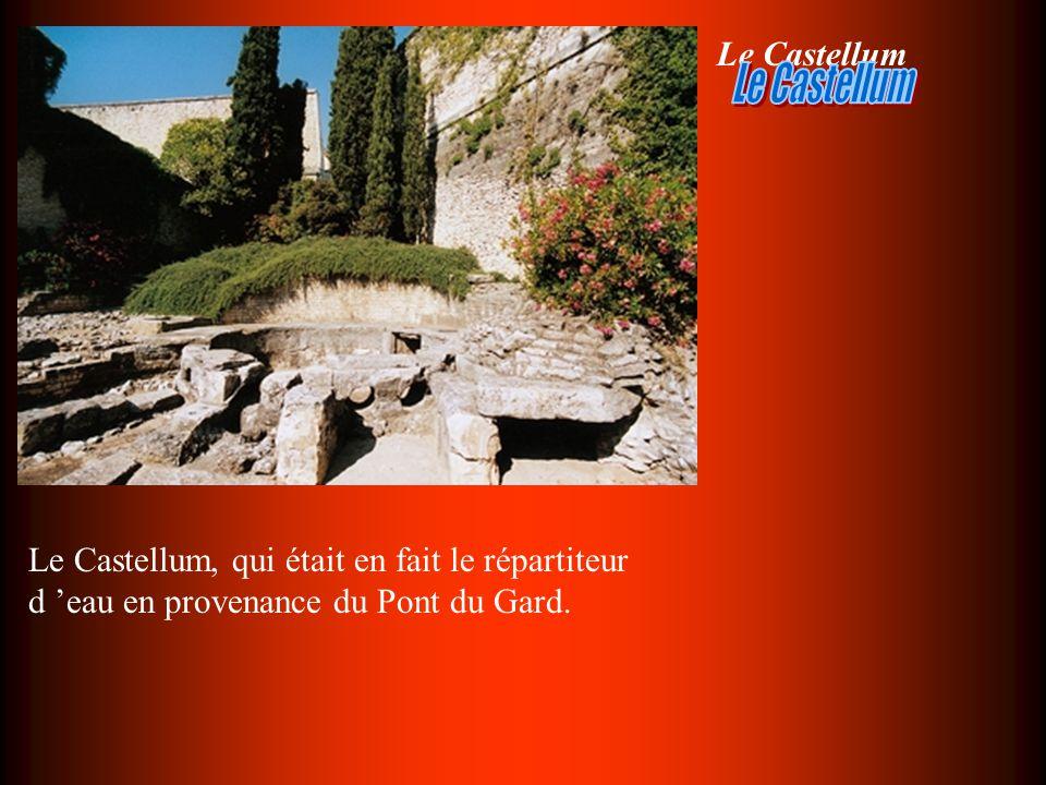-Le Forum d Arles est constitué dune grande place dallée de 3.400 mètres carrés, dont seuls deux fragments ont été conservés.