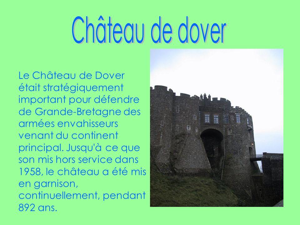 Le Château de Dover était stratégiquement important pour défendre de Grande-Bretagne des armées envahisseurs venant du continent principal.