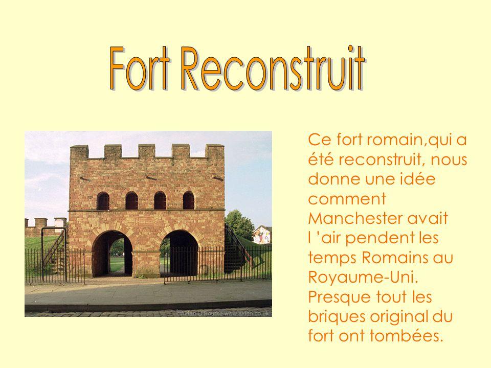Ce fort romain,qui a été reconstruit, nous donne une idée comment Manchester avait l air pendent les temps Romains au Royaume-Uni.
