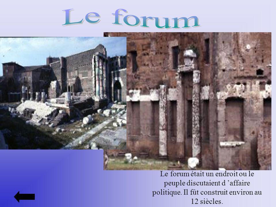 Le forum était un endroit ou le peuple discutaient d affaire politique. Il fût construit environ au 12 siècles.