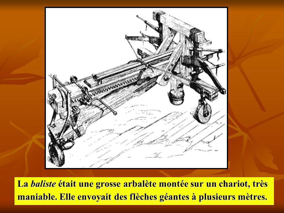 La baliste était une grosse arbalète montée sur un chariot, très maniable. Elle envoyait des flèches géantes à plusieurs mètres.