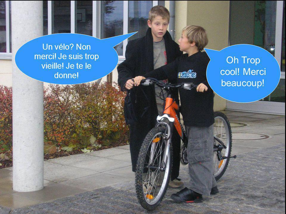 Un vélo Non merci! Je suis trop vieille! Je te le donne! Oh Trop cool! Merci beaucoup!