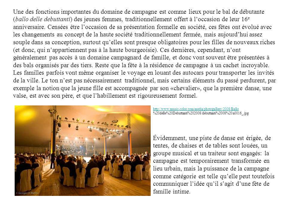 Une des fonctions importantes du domaine de campagne est comme lieux pour le bal de débutante (ballo delle debuttanti) des jeunes femmes, traditionnellement offert à loccasion de leur 16 e anniversaire.