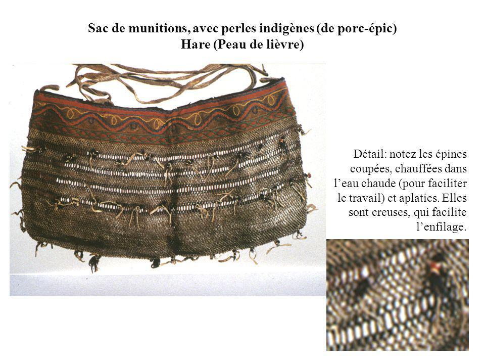 Sac de munitions, avec perles indigènes (de porc-épic) Hare (Peau de lièvre) Détail: notez les épines coupées, chauffées dans leau chaude (pour faciliter le travail) et aplaties.