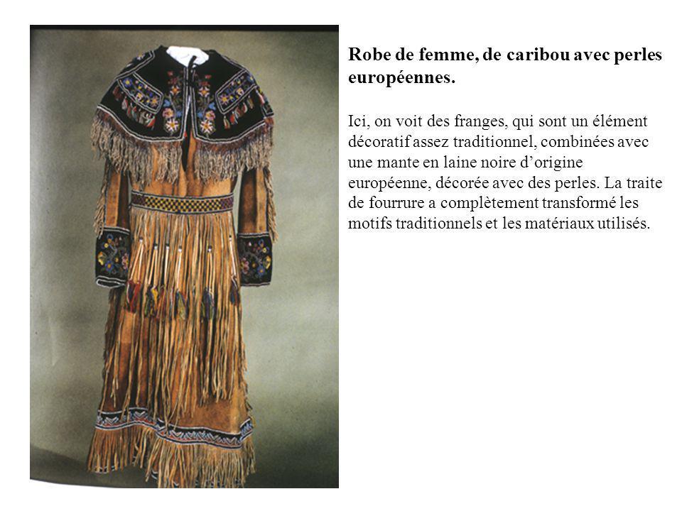 Robe de femme, de caribou avec perles européennes.