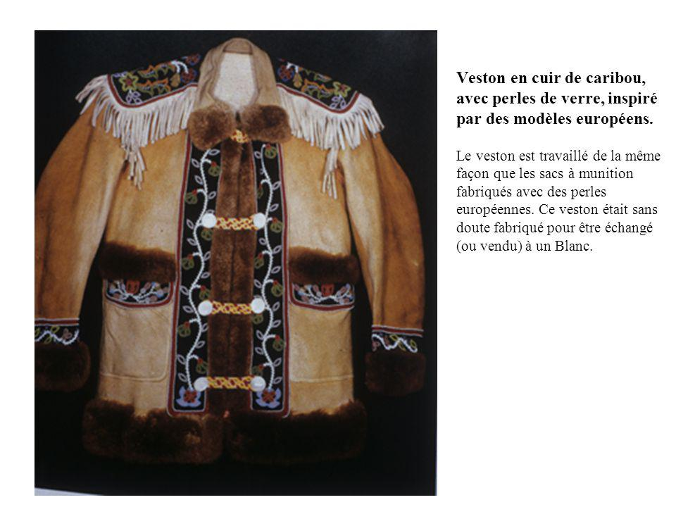 Veston en cuir de caribou, avec perles de verre, inspiré par des modèles européens.