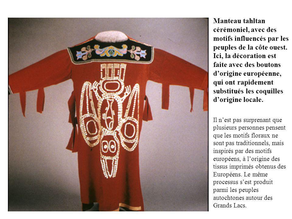 Manteau tahltan cérémoniel, avec des motifs influencés par les peuples de la côte ouest.