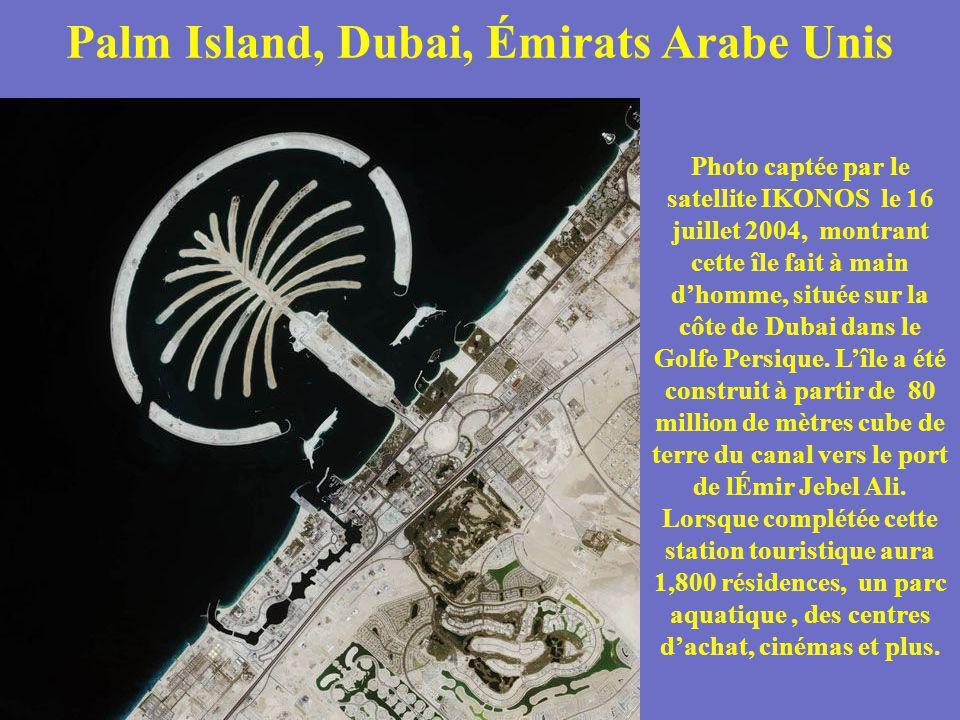 Palm Island, Dubai, Émirats Arabe Unis Photo captée par le satellite IKONOS le 16 juillet 2004, montrant cette île fait à main dhomme, située sur la c