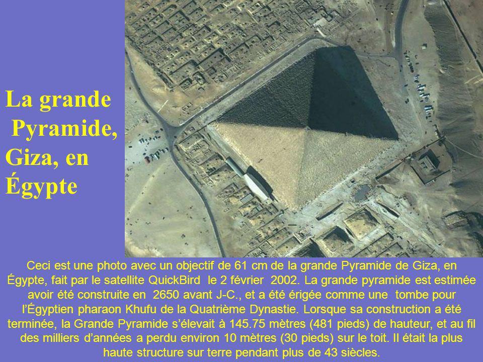La grande Pyramide, Giza, en Égypte Ceci est une photo avec un objectif de 61 cm de la grande Pyramide de Giza, en Égypte, fait par le satellite Quick