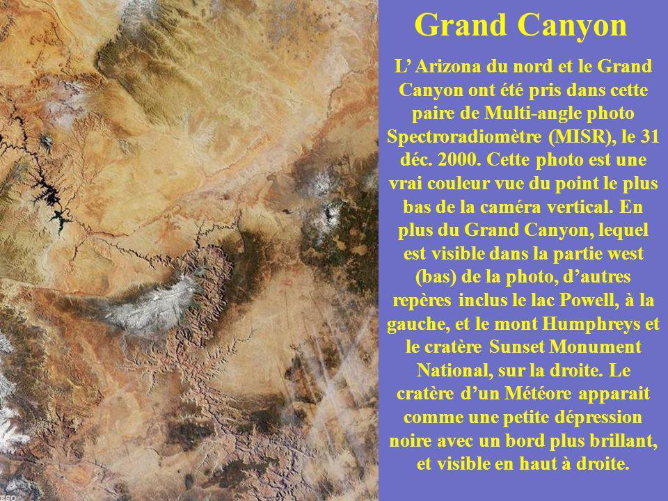 Grand Canyon L Arizona du nord et le Grand Canyon ont été pris dans cette paire de Multi-angle photo Spectroradiomètre (MISR), le 31 déc. 2000. Cette