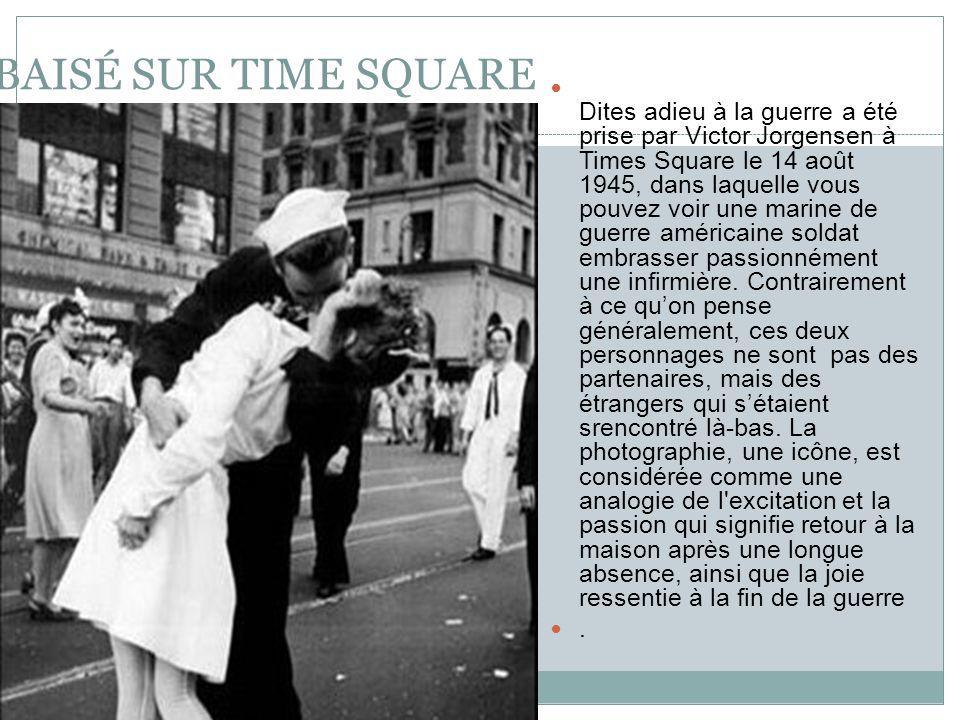 BAISÉ SUR TIME SQUARE Dites adieu à la guerre a été prise par Victor Jorgensen à Times Square le 14 août 1945, dans laquelle vous pouvez voir une marine de guerre américaine soldat embrasser passionnément une infirmière.