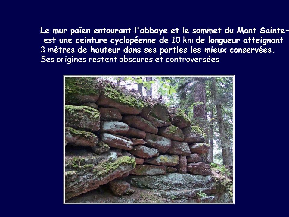 Le mur païen entourant l'abbaye et le sommet du Mont Sainte-Odile est une ceinture cyclopéenne de 10 km de longueur atteignant 3 mètres de hauteur dan
