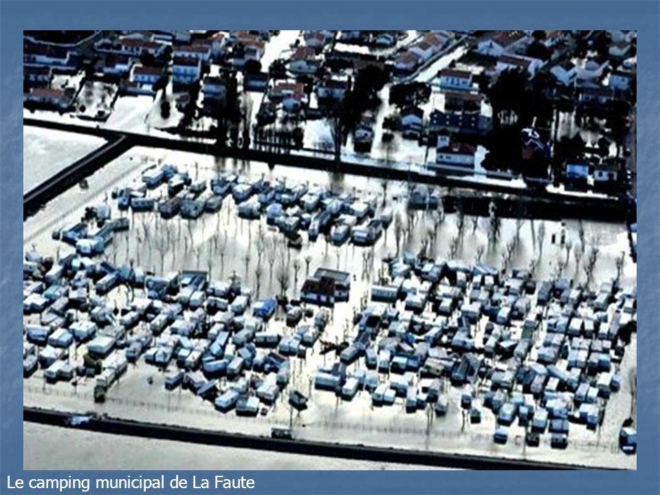 Le port – Le parking plaisanciers et la brèche