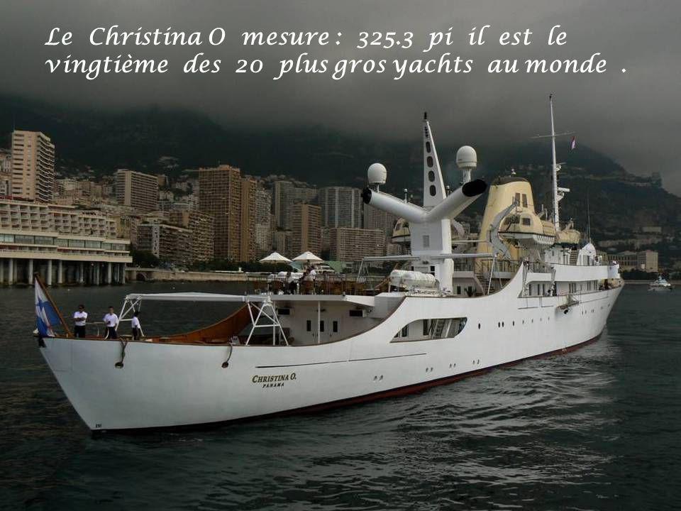 Le Christina O mesure : 325.3 pi il est le vingtième des 20 plus gros yachts au monde.