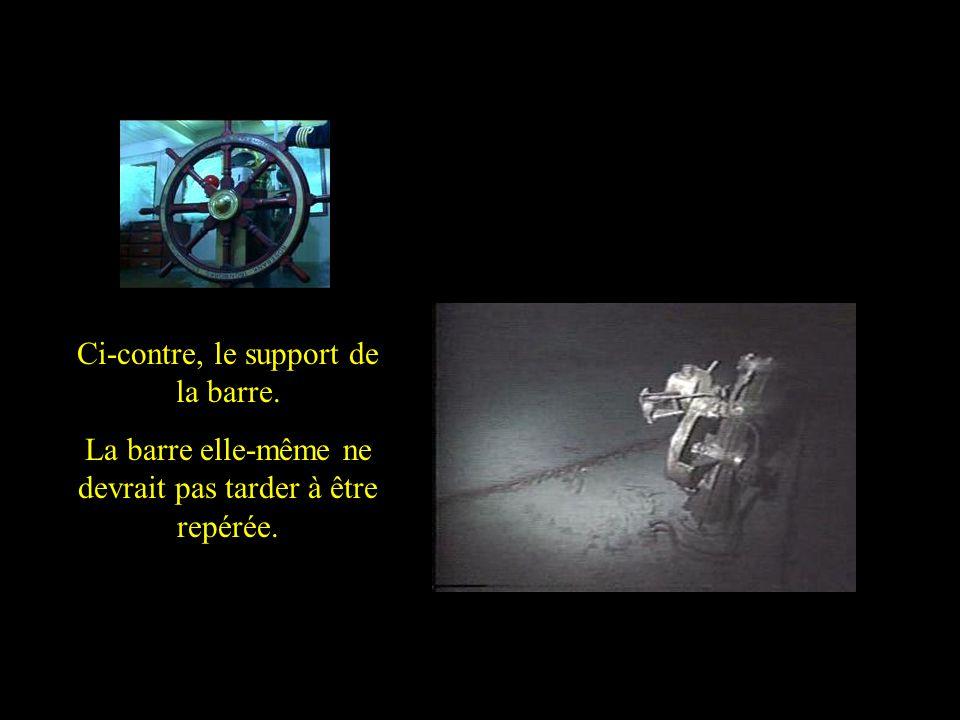 The pedestal which held the control wheel of Titanic But the control wheel is no longer to be seen Ci-contre, le support de la barre. La barre elle-mê