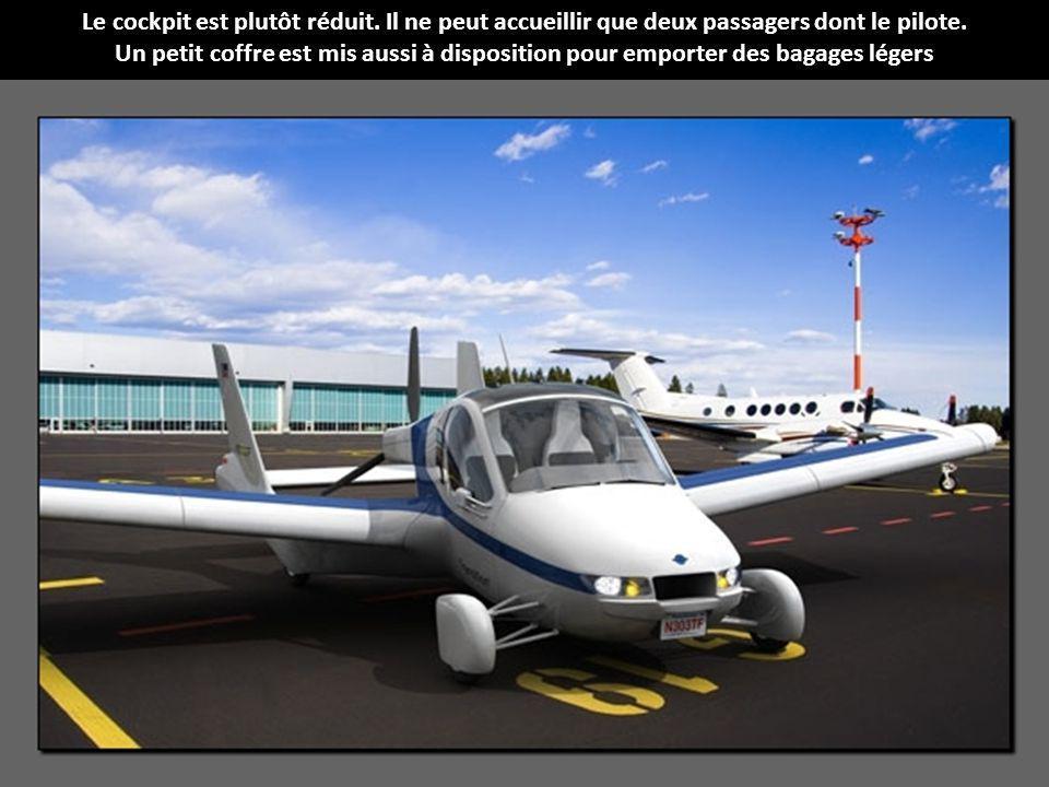 Le cockpit est plutôt réduit.Il ne peut accueillir que deux passagers dont le pilote.