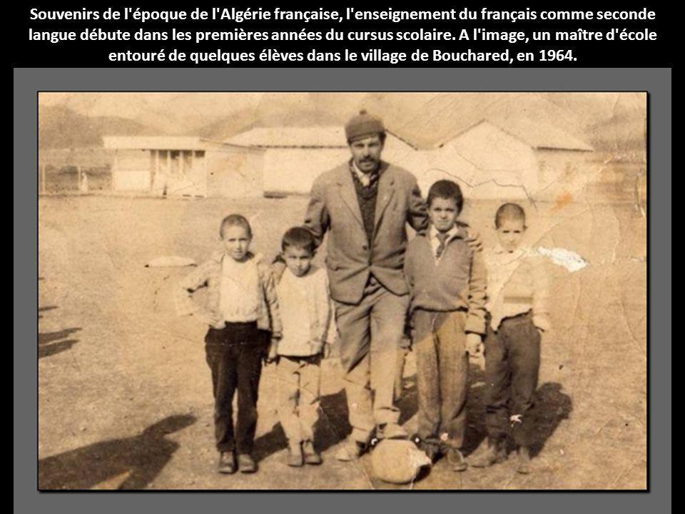 Souvenirs de l'époque de l'Algérie française, l'enseignement du français comme seconde langue débute dans les premières années du cursus scolaire. A l
