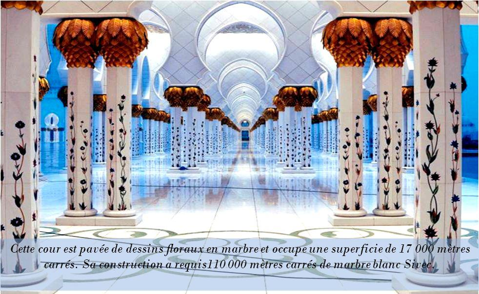 Quelque 220 000 mètres carrés de pierre ont été utilisés dans le projet.