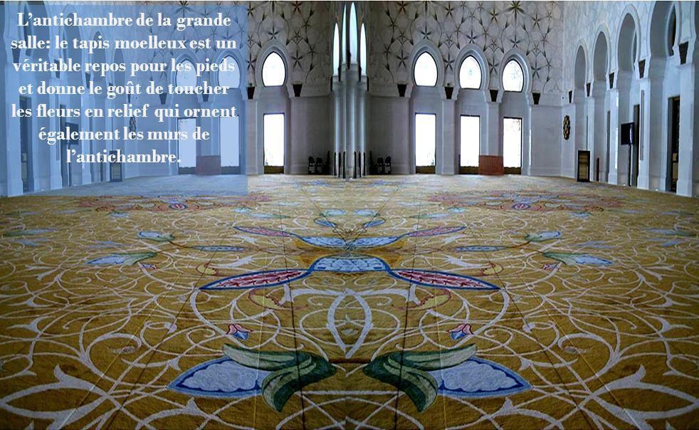 Cette mosquée possède le plus grand lustre jamais réalisé par lindustrie allemande: de 10 mètres de diamètre et de 15 mètres de hauteur, il a été conf