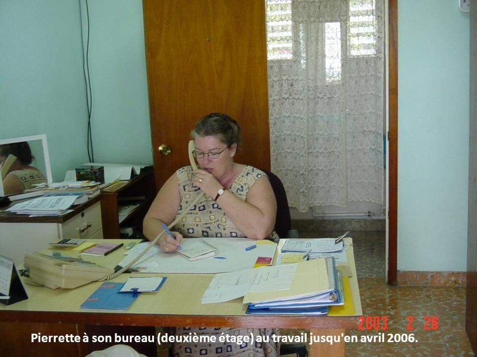 Pierrette à son bureau (deuxième étage) au travail jusqu'en avril 2006.