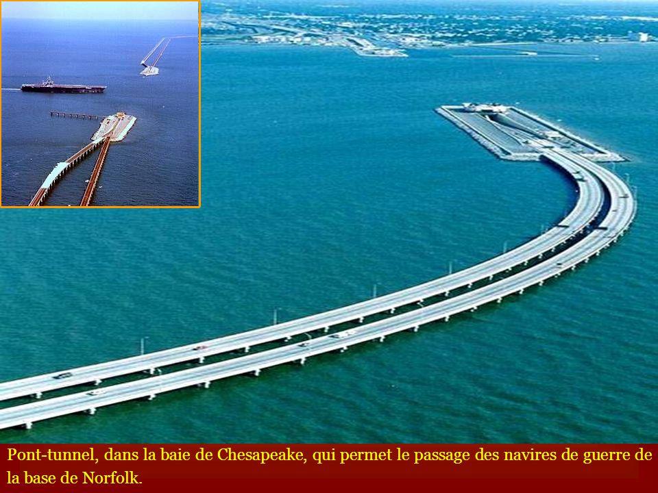 Pont-tunnel, dans la baie de Chesapeake, qui permet le passage des navires de guerre de la base de Norfolk.