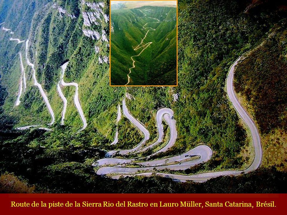 Route de la piste de la Sierra Rio del Rastro en Lauro Müller, Santa Catarina, Brésil.