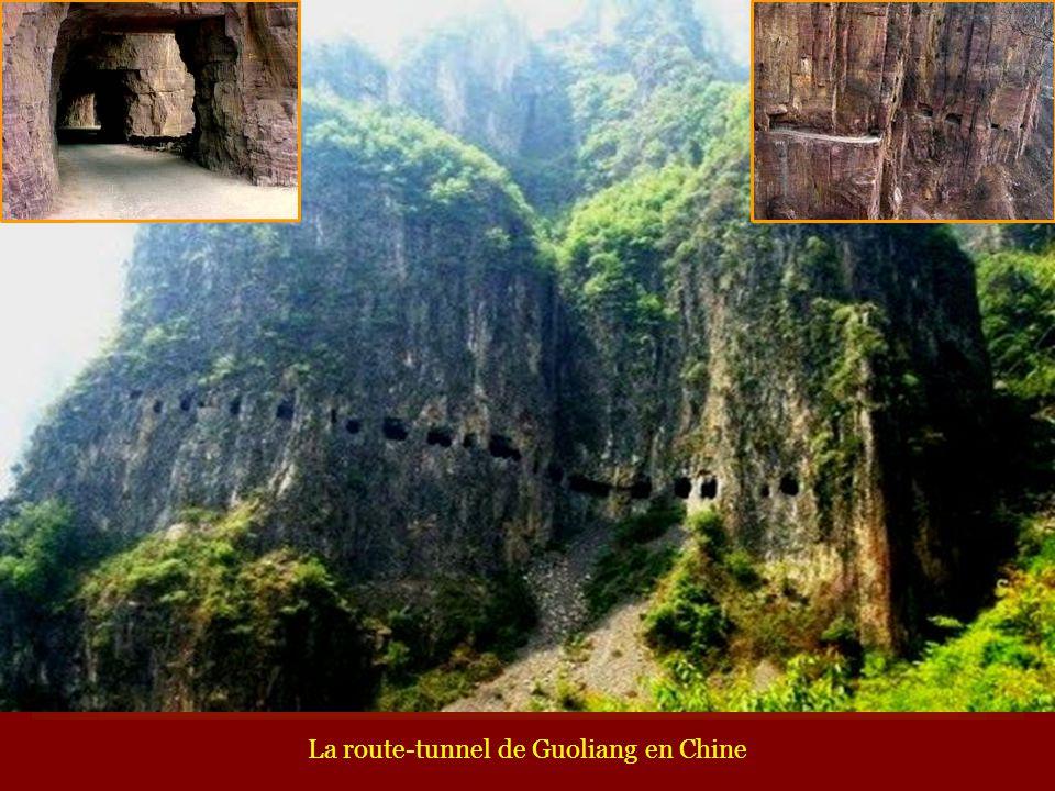 La route-tunnel de Guoliang en Chine