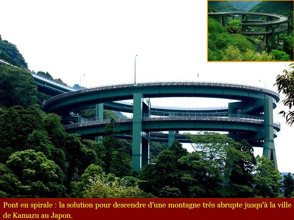 Pont en spirale : la solution pour descendre dune montagne très abrupte jusqu'à la ville de Kamazu au Japon.