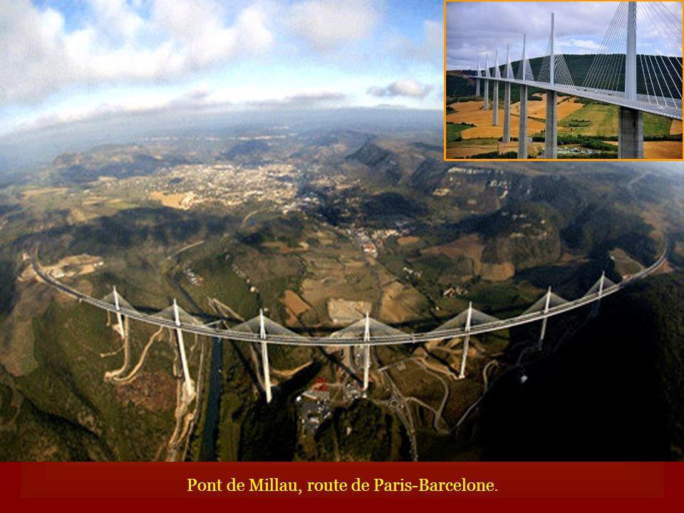 Pont de Millau, route de Paris-Barcelone.
