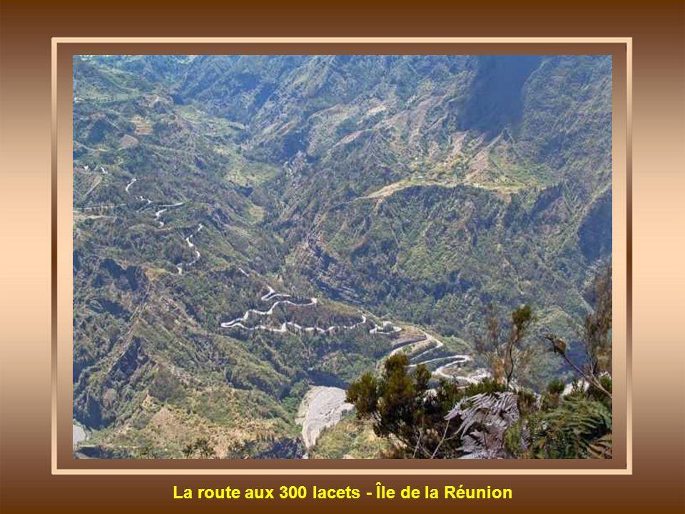 La route aux 300 lacets - Île de la Réunion