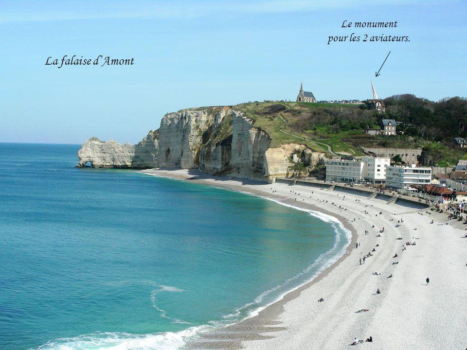 La falaise dAmont Le monument pour les 2 aviateurs.