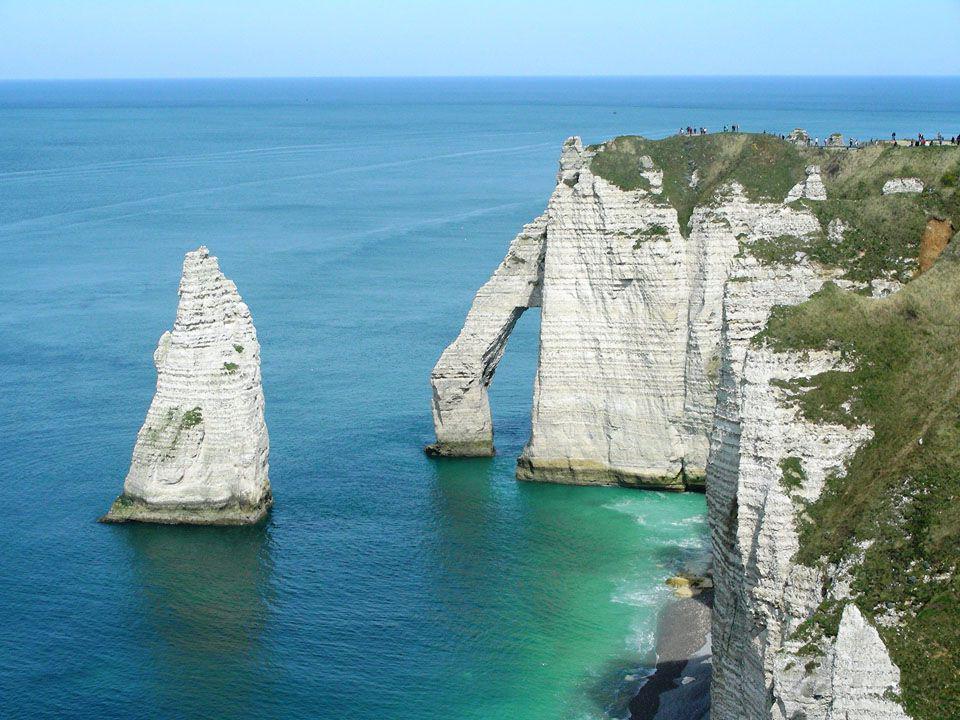 Etretat est une Commune du département de la Seine-Maritime, dans la région Haute- Normandie en France.