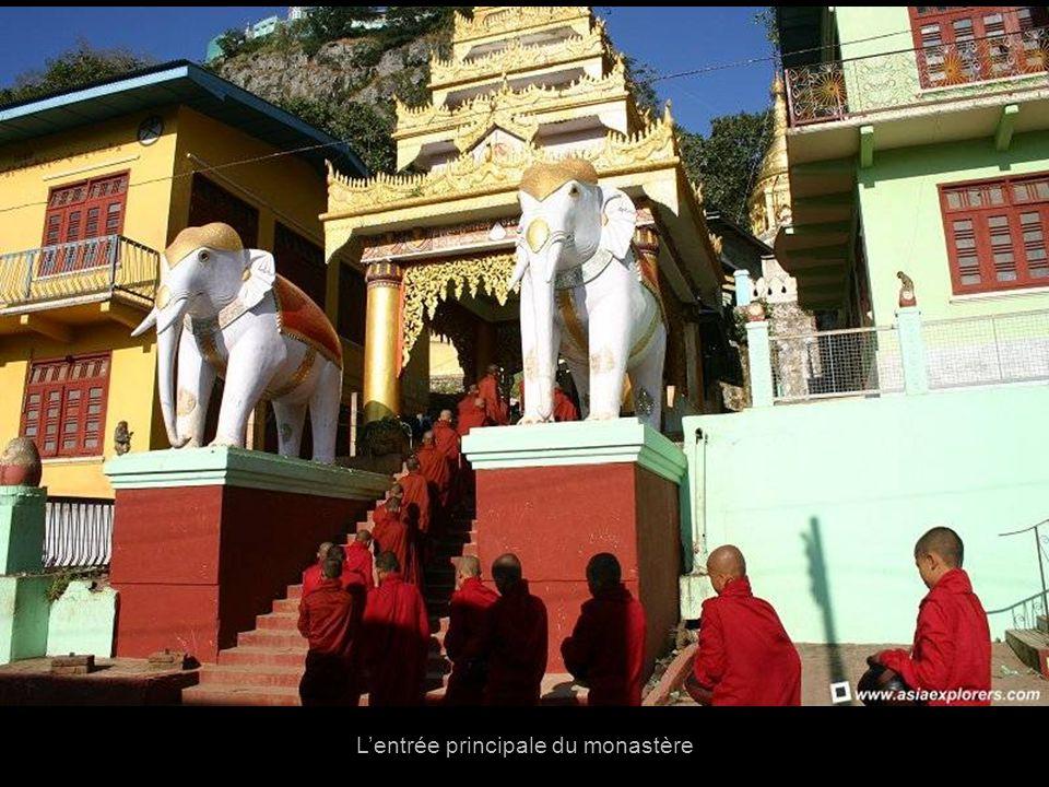 De plus cest un centre de pélerinage pour los habitants de Myanmar qui ont lhabitude dy aller en deux dates importantes: La fête de la pleine lune de