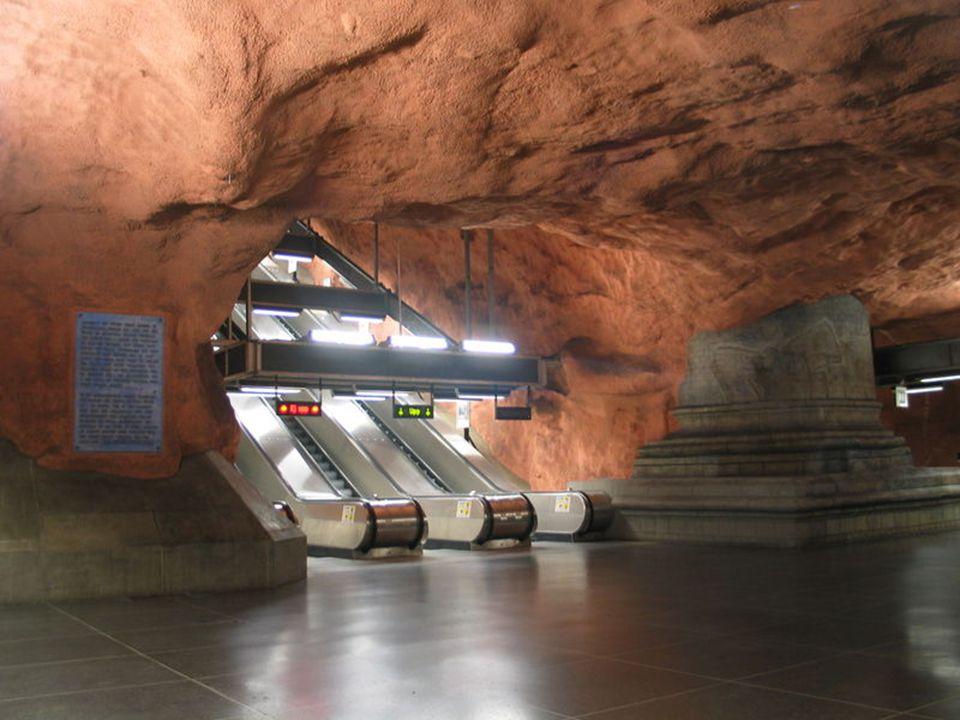 En de nombreuses stations on peut voir la roche, cest comme si on était à lâge des cavernes en plein XXI ème siècle.