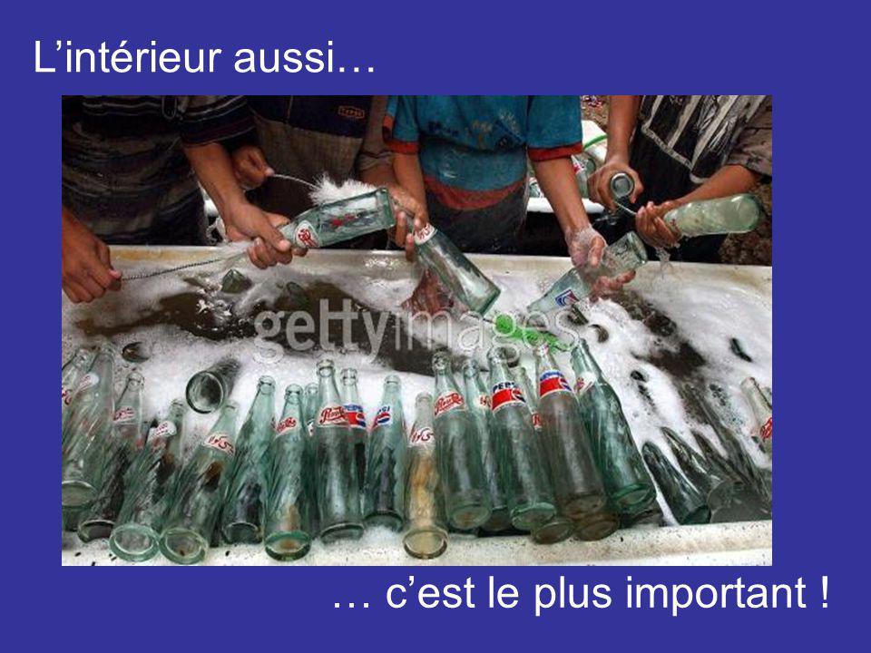 Ensuite, dans un environnement stérile, les bouteilles sont lavées … … avec les plus hautes garanties dhygiène, bien sûr !