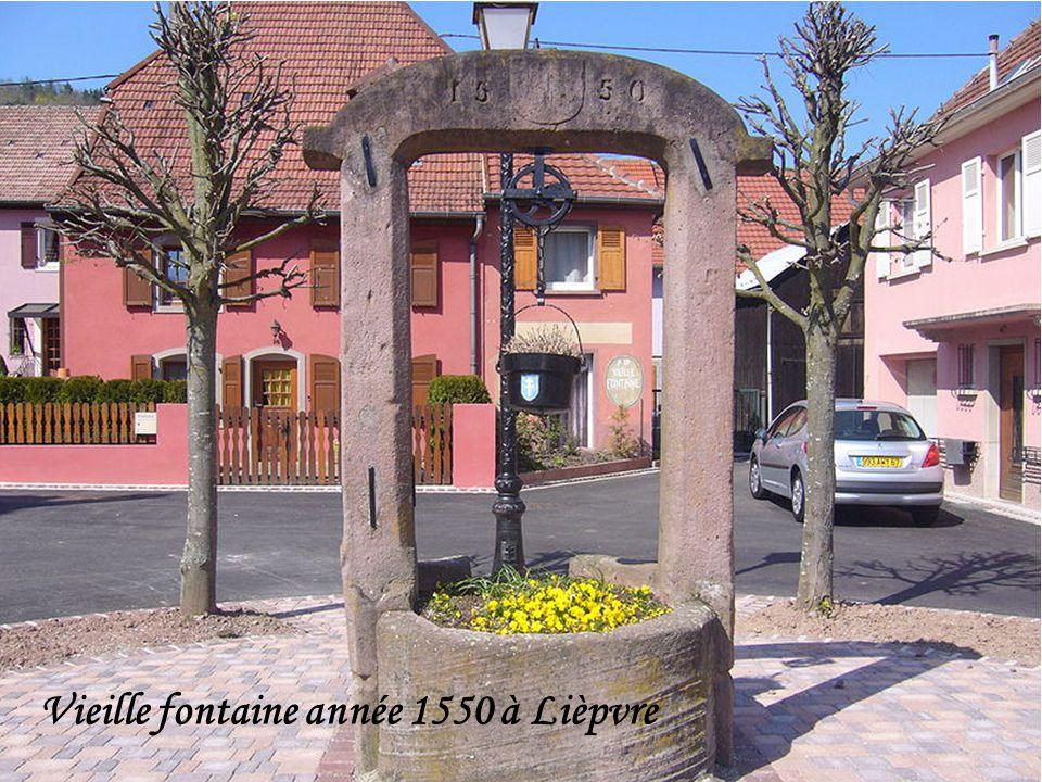 Vieille fontaine année 1550 à Lièpvre