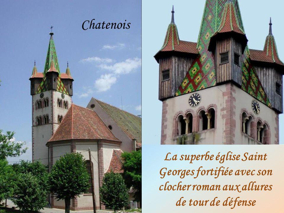 La superbe église Saint Georges fortifiée avec son clocher roman aux allures de tour de défense Chatenois